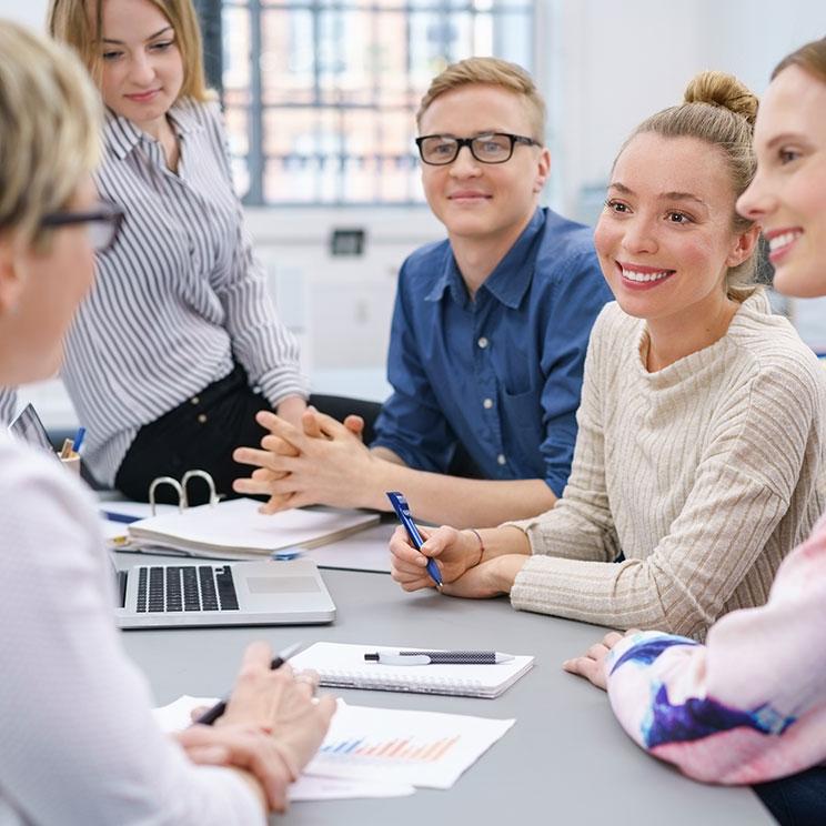 https://erfolgreicher-kommunizieren.de/wp-content/uploads/2018/08/training-kommunikation-moderation.jpg