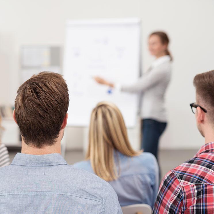 https://erfolgreicher-kommunizieren.de/wp-content/uploads/2018/08/training-kommunikation-training.jpg